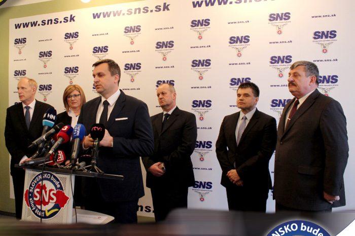 SNS podpísala koaličnú zmluvu - predtým predstavila nominantov na ministrov