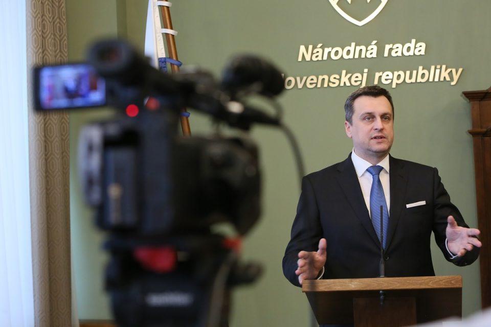 A. Danko - O modernizácii ozbrojených síl SR v rokovacej sále