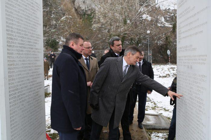 A. Danko - Pri Pamätníku Brány Slobody na Devíne