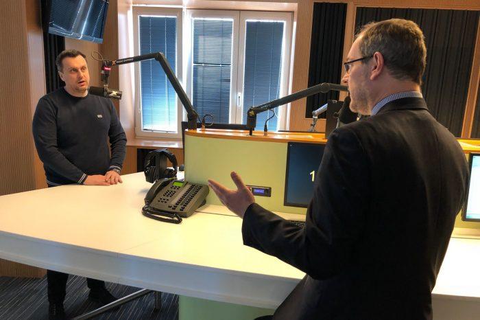 Predseda Národnej rady SR Andrej Danko dnes diskutoval naživo v rozhlasovej relácií o súčasnom politickou dianí.
