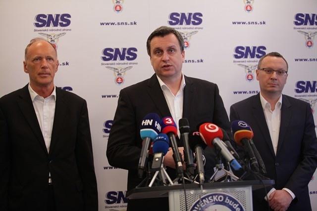 SNS nebude od svojich národných, kresťanských a sociálnych hodnôt ustupovať, zhodlo sa predsedníctvo SNS.