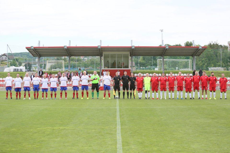 Futbalový turnaj, prvý zápas SK vs PL
