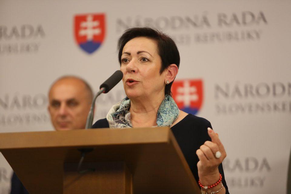 M. Kuciaňová - O sociálnych témach