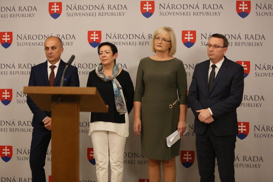 E. Smolíková, T. Bernaťák - Potrebujeme novú koncepciu rodinnej a demografickej politiky