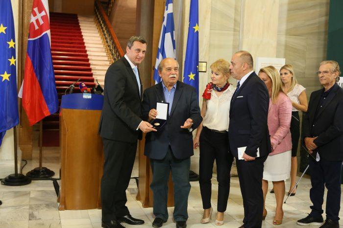 Andrej Danko dostal zlatú medailu Helénskeho parlamentu