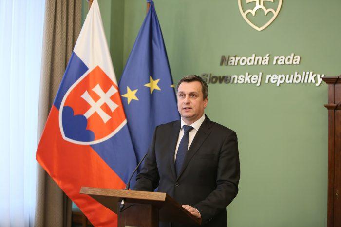 Predseda NR SR A. Danko dnes svojím rozhodnutím určil termíny konania prvého a druhého kola prezidentských volieb