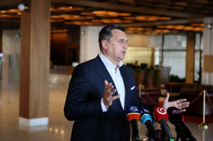 Andrej Danko: Nikto nemá toľko peňazí, aby si kúpil naše letiská
