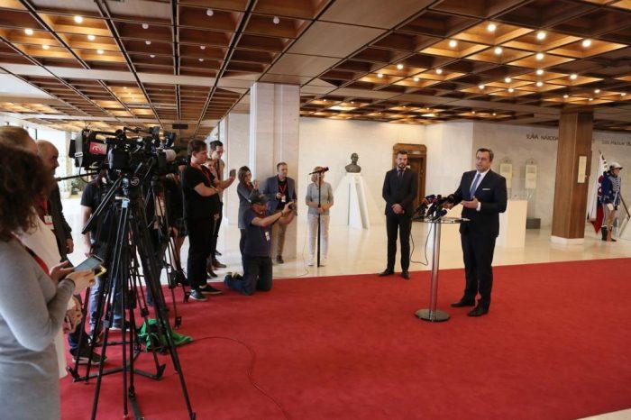 Andrej Danko: Slovenskí hokejisti nemôžu hrať v paškviloch. Musíme si chrániť naše štátne symboly.