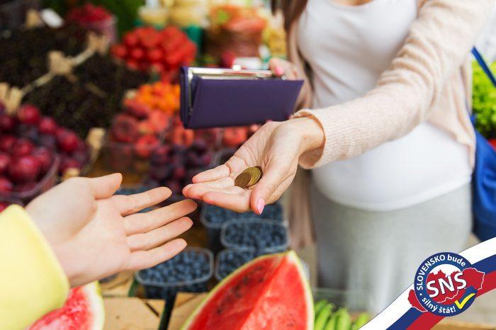 Eva Antošová: Reťazcom sa nepozdáva poctivý obchodný styk. Je nemorálne, aby boli slovenské produkty v letákoch znevýhodnené a pritom ceny stále rastú, aj keď odvod nie je.