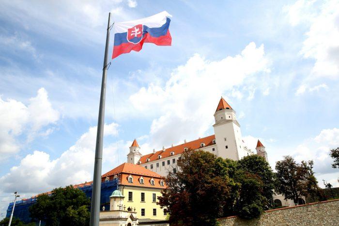 A. Danko - Štátna vlajka SR má dôstojné miesto