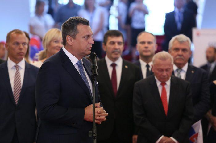 A. Danko - Otvorenie brán parlamentu a hradu na Deň Ústavy SR