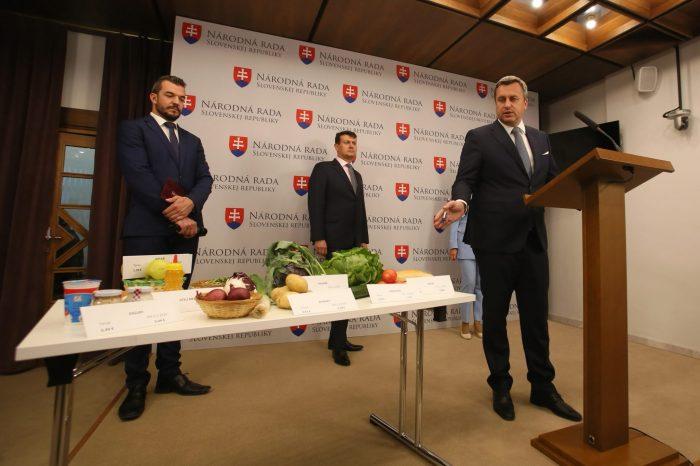 Andrej Danko: Zlacnili sme zdravé potraviny, ľuďom ostane v peňaženkách viac