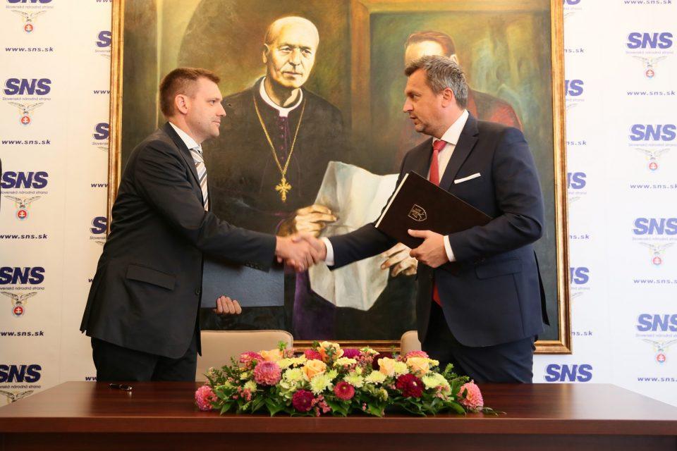 A. Danko - Podpis Memoranda za život a vlasť.