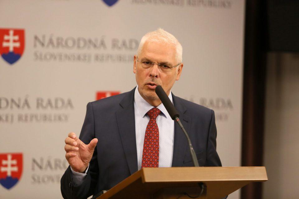A. Farkašovský - O zrušení koncesií pre seniorov