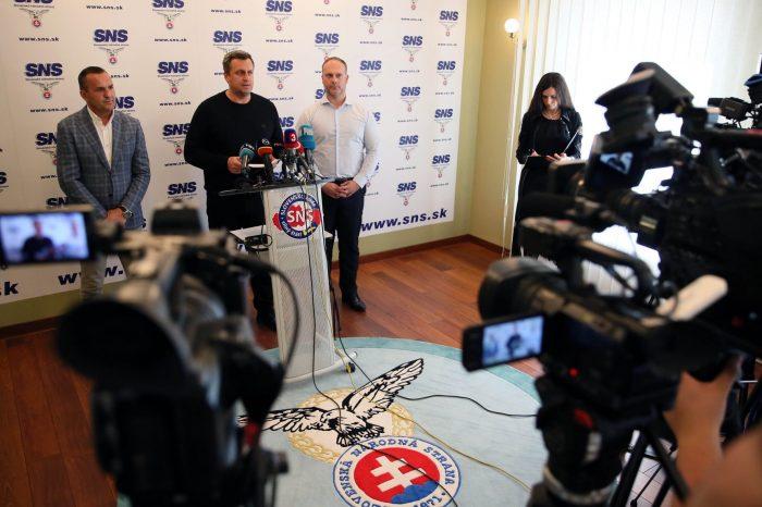 """Andrej Danko: SNS je proti rušeniu nemocníc, skôr je za výstavbu, s heslom """"NEFEŤ PLESEŇ, LIKVIDUJ JU!"""""""