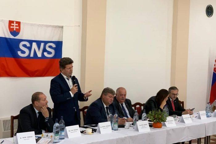 Na východe zasadala Rada primátorov a starostov SNS