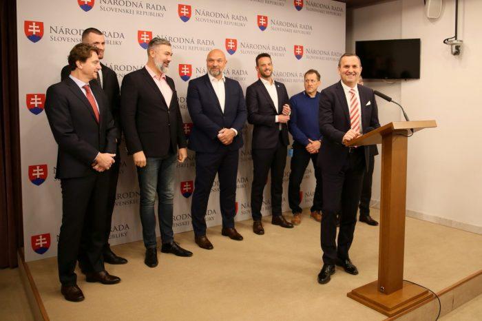 D. Tittel a T. Jančula: Športovci majú našu podporu, aby mohli slobodne vykonávať profesionálnu športovú činnosť.