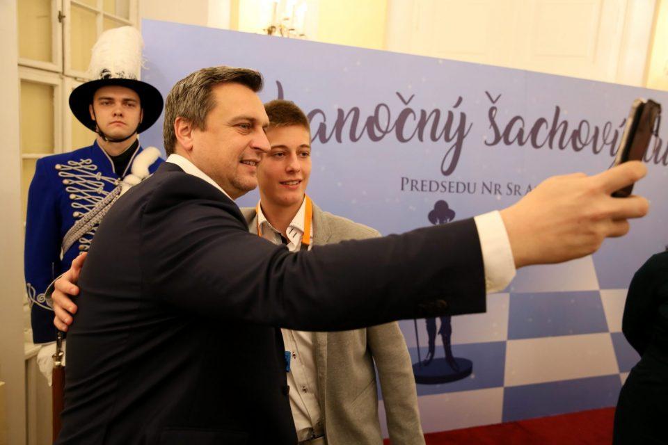 Karpov otvoril vianočný šachový turnaj