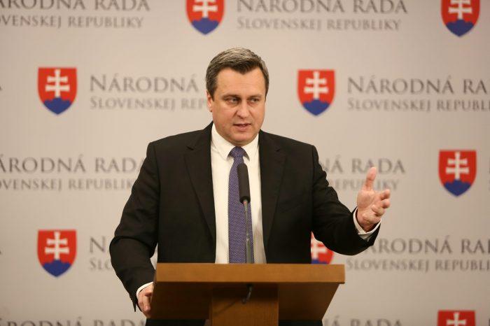 Andrej Danko: Slovenská republika musí chrániť svoju bezpečnosť a nezapojiť sa do dobrodružnej cesty, na ktorú sa vydal prezident Trump