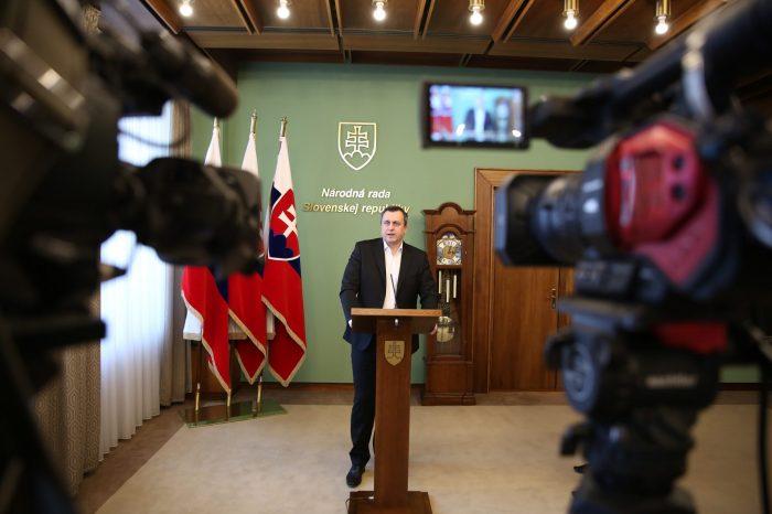 Andrej Danko: SNS podporí mimoriadnu schôdzu len, ak sa zrušia diaľničné známky a definitívne sa odmietne Istanbulský dohovor