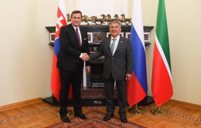 Slovenská národná strana odsudzuje teroristický útok v ruskej Kazani a vyjadruje úprimnú sústrasť všetkým obetiam.