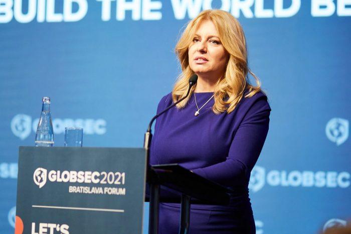 Slovenská národná strana sa pýta, na základe akého úsudku sa rozhodla prezidentka Čaputová, vzdať sa práva veta Slovenskej republiky v Rade Európy pri EÚ.