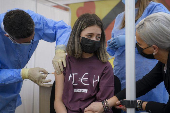 SNS odmieta tlak vlády na dobrovoľné očkovanie občanov Slovenska, ktorých chce najnovšie finančne motivovať