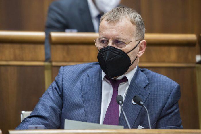 Predseda Slovenskej národnej strany Andrej Danko vyzýva Borisa Kollára, aby okamžite zmenil program, ktorý je pripravovaný v súvislosti so stretnutím pápeža.