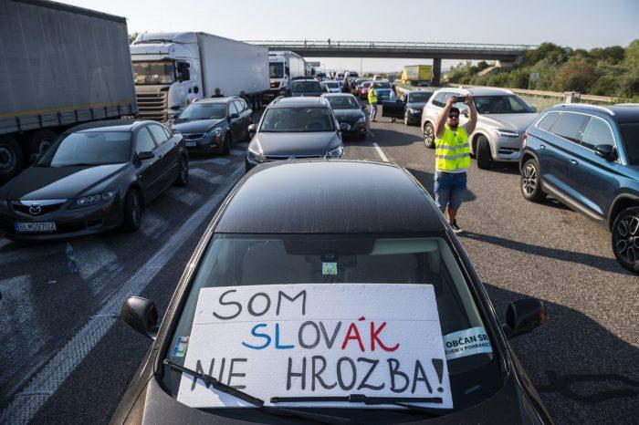 Slovenská národná strana vyzýva Konfederáciu odborových zväzov Slovenskej republiky, pána prezidenta Magdoška, aby KOZ SR prebrala plnú iniciatívu generálneho štrajku 1. 9. 2021.
