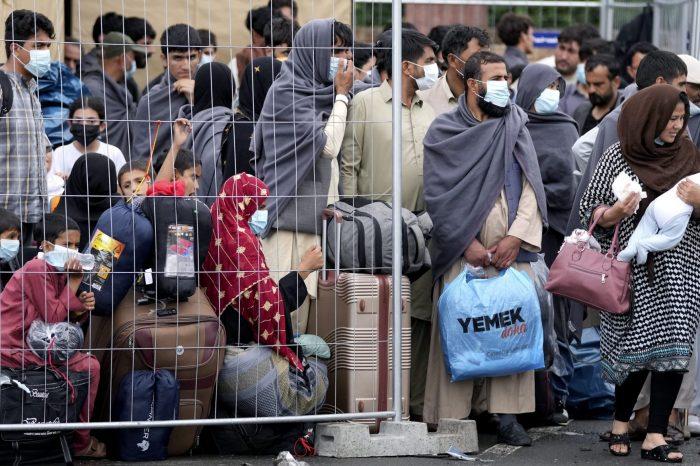 Vláda nesmie zradiť vlastných občanov a poľaviť z pevného postoja k migrácii