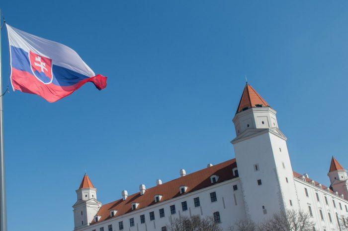 Slovenská národná strana dnes 1. septembra 2021 na Deň Ústavy vyjadruje plnú podporu všetkým slušným protestom proti tejto vláde či už sú v Bratislave alebo iných mestách.